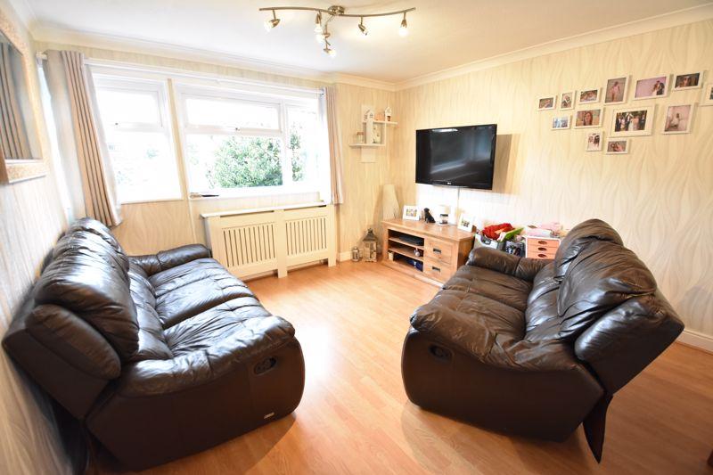 3 bedroom  to buy in Ross Way, Luton - Photo 8