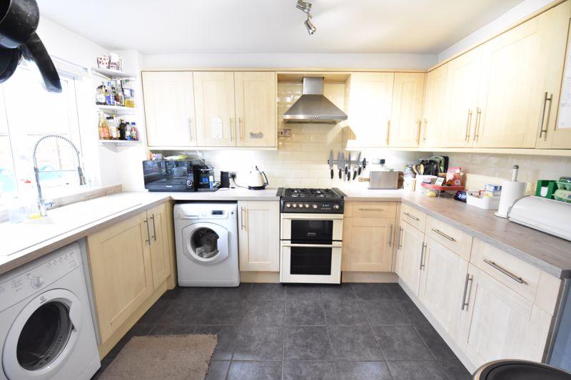 3 bedroom  to buy in Ross Way, Luton - Photo 10
