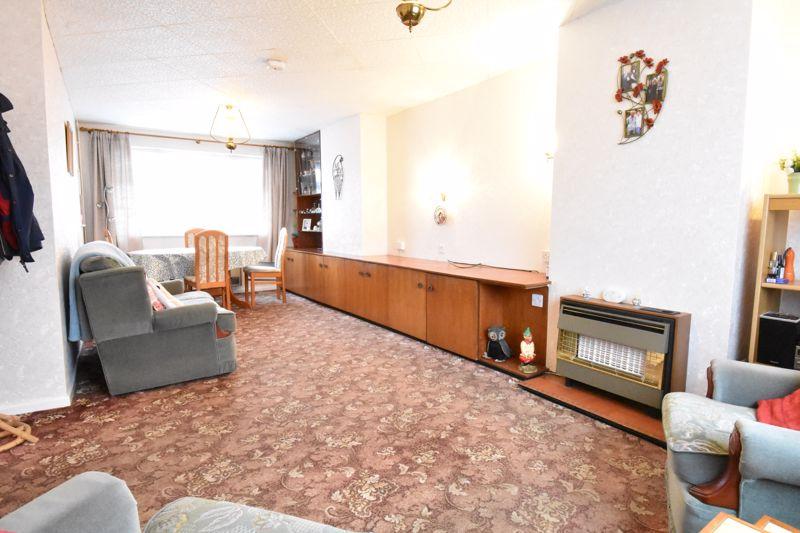 3 bedroom Semi-Detached  to buy in Alpine Way, Luton - Photo 3