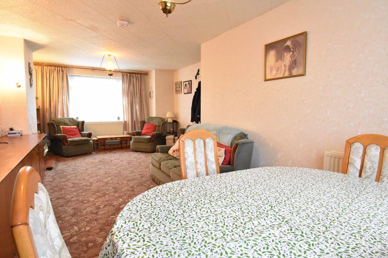 3 bedroom Semi-Detached  to buy in Alpine Way, Luton - Photo 4
