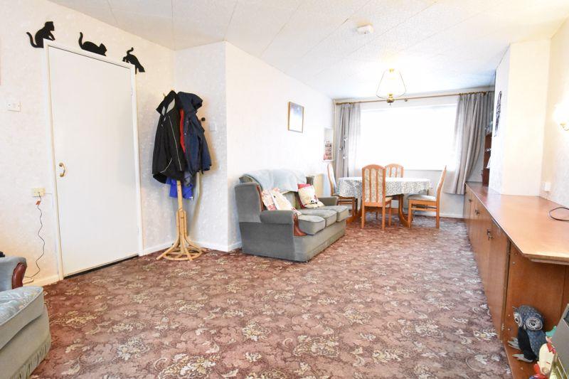 3 bedroom Semi-Detached  to buy in Alpine Way, Luton - Photo 5