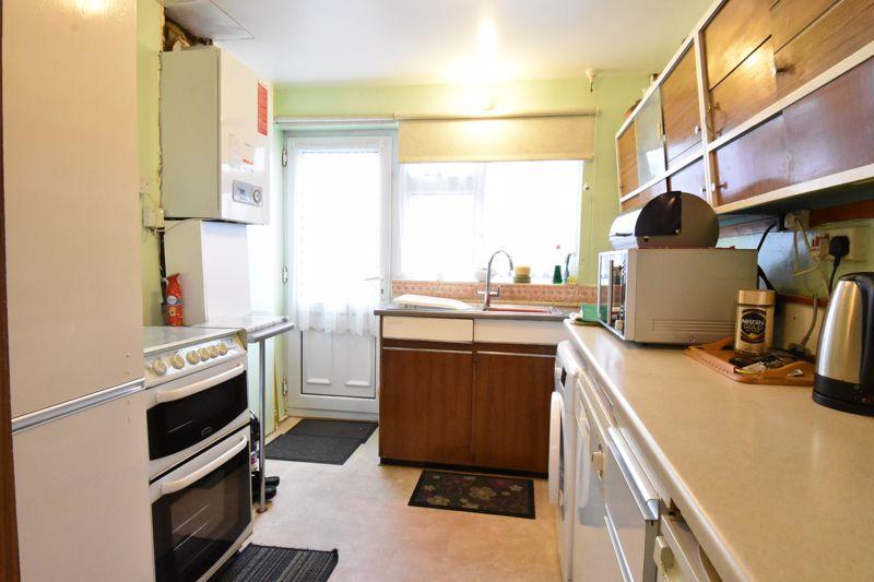 3 bedroom Semi-Detached  to buy in Alpine Way, Luton - Photo 8