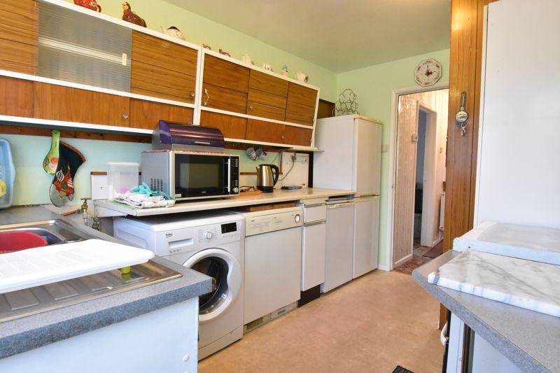 3 bedroom Semi-Detached  to buy in Alpine Way, Luton - Photo 9