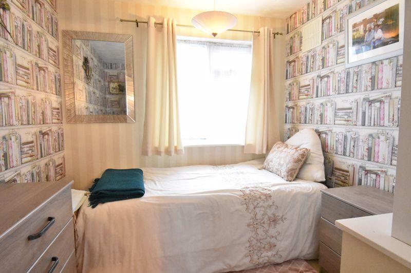 3 bedroom Semi-Detached  to buy in Alpine Way, Luton - Photo 13