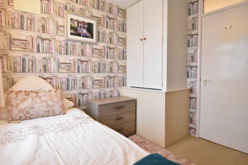 3 bedroom Semi-Detached  to buy in Alpine Way, Luton - Photo 14