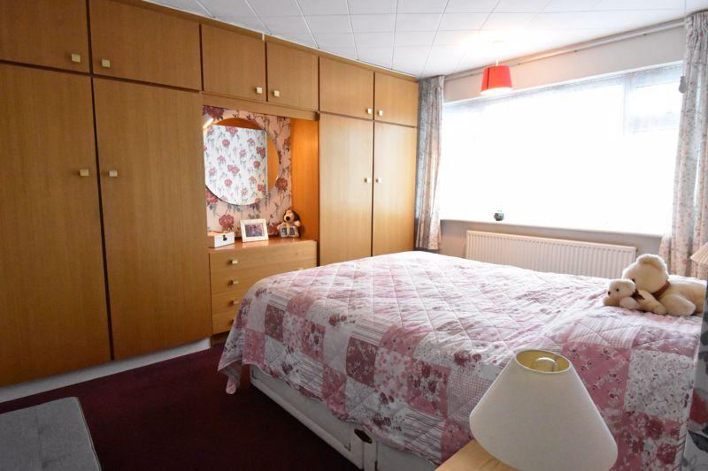 3 bedroom Semi-Detached  to buy in Alpine Way, Luton - Photo 15