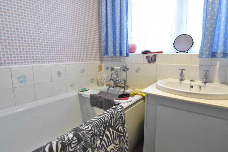 3 bedroom Semi-Detached  to buy in Alpine Way, Luton - Photo 19