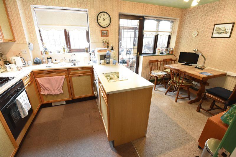 3 bedroom  to buy in Tilgate, Luton - Photo 10