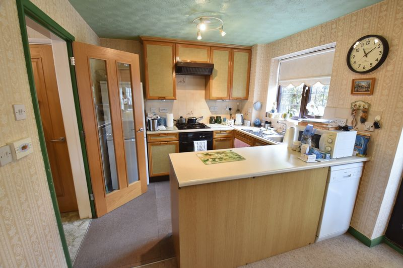 3 bedroom  to buy in Tilgate, Luton - Photo 12