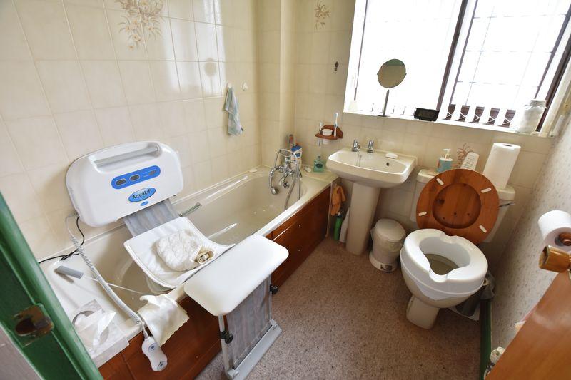 3 bedroom  to buy in Tilgate, Luton - Photo 15