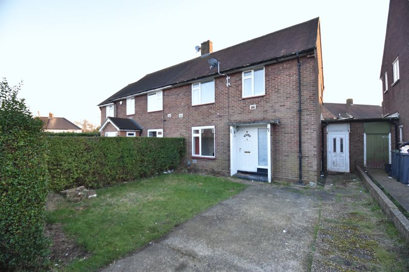 3 bedroom Semi-Detached  to rent in Bretts Mead, Luton