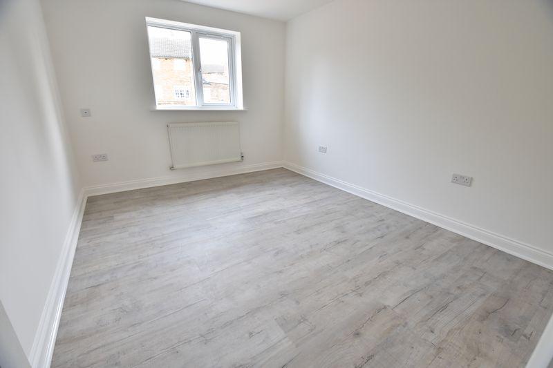 4 bedroom  to buy in Fermor Crescent, Luton - Photo 7