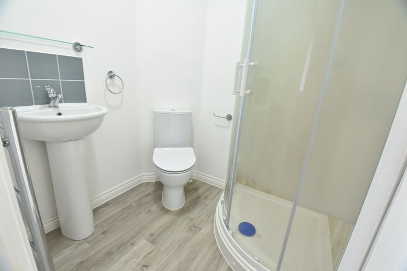 4 bedroom  to buy in Fermor Crescent, Luton - Photo 9