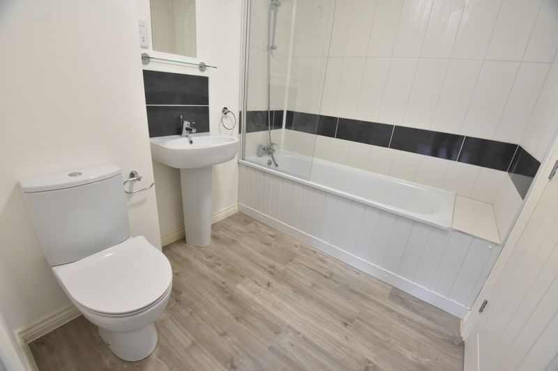 4 bedroom  to buy in Fermor Crescent, Luton - Photo 10