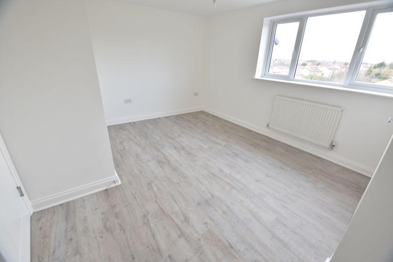 4 bedroom  to buy in Fermor Crescent, Luton - Photo 11