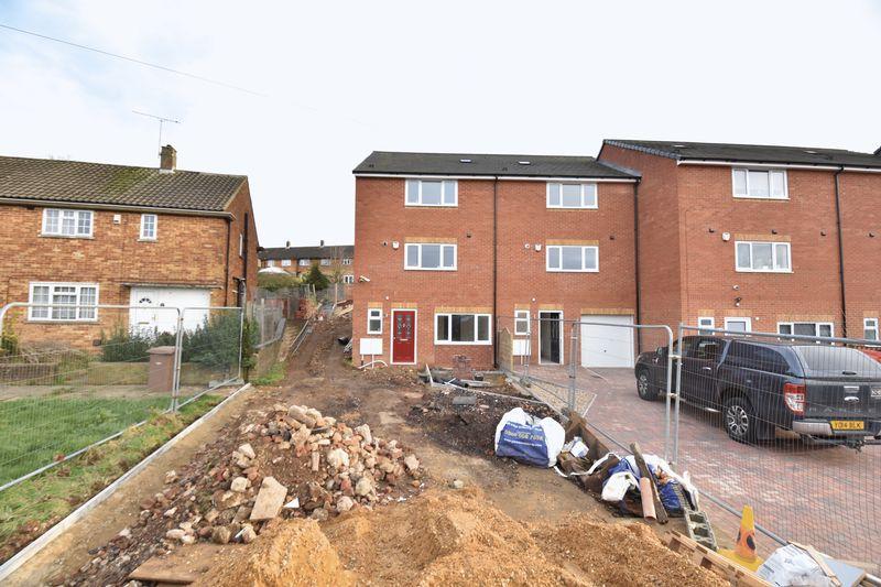 4 bedroom  to buy in Fermor Crescent, Luton