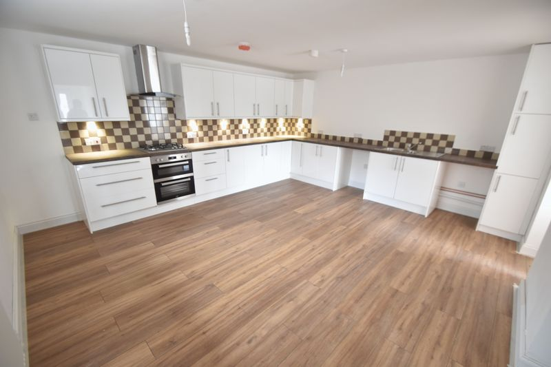 4 bedroom  to buy in Fermor Crescent, Luton - Photo 18