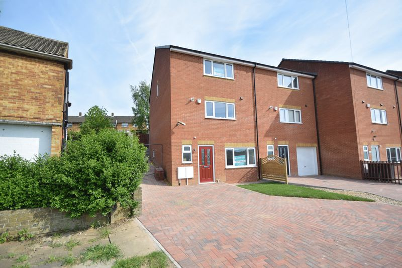4 bedroom  to buy in Fermor Crescent, Luton
