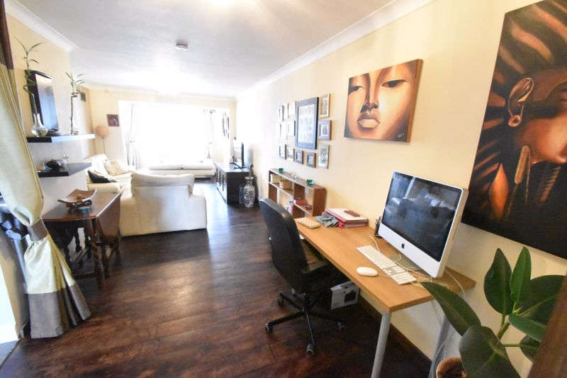 4 bedroom Mid Terrace to buy in Verulam Gardens, Luton - Photo 1