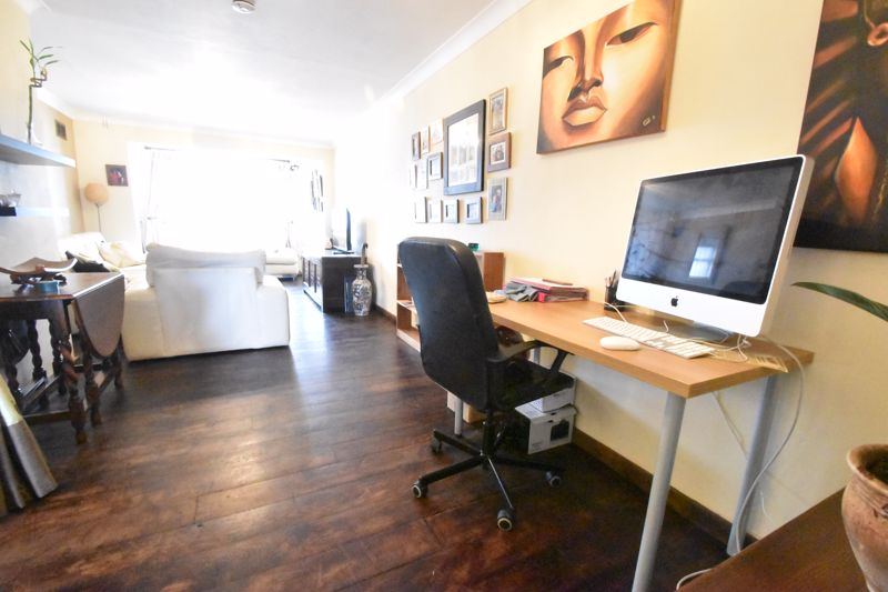 4 bedroom Mid Terrace to buy in Verulam Gardens, Luton - Photo 2