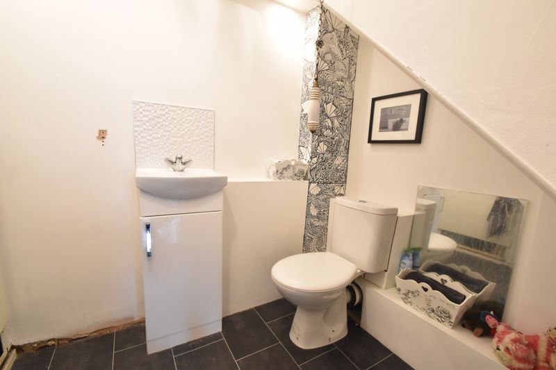 4 bedroom Mid Terrace to buy in Verulam Gardens, Luton - Photo 5