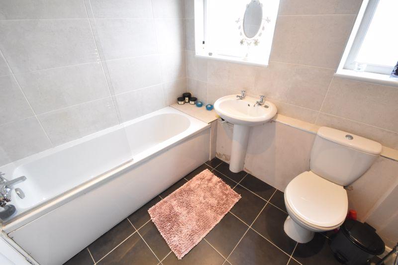 4 bedroom Mid Terrace to buy in Verulam Gardens, Luton - Photo 6