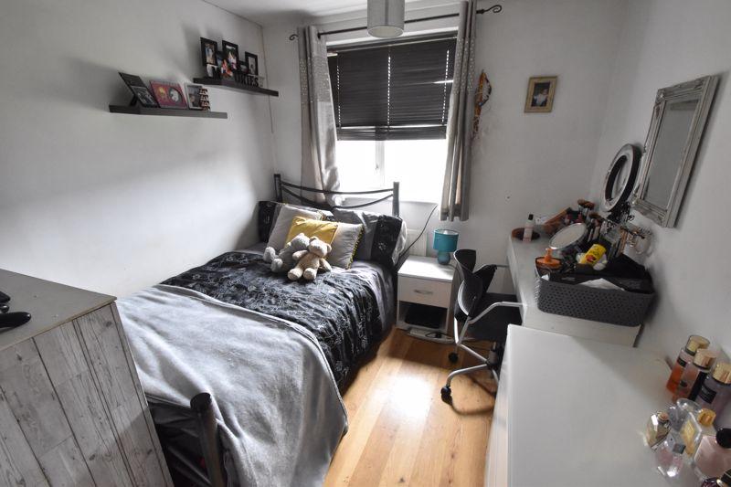 4 bedroom Mid Terrace to buy in Verulam Gardens, Luton - Photo 8
