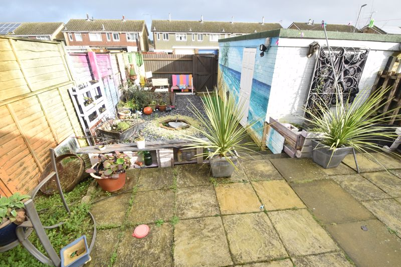 4 bedroom Mid Terrace to buy in Verulam Gardens, Luton - Photo 11
