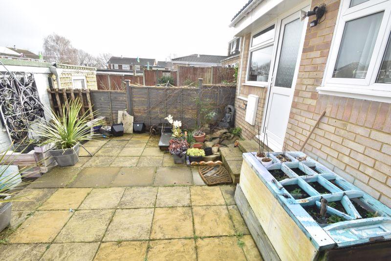 4 bedroom Mid Terrace to buy in Verulam Gardens, Luton - Photo 12