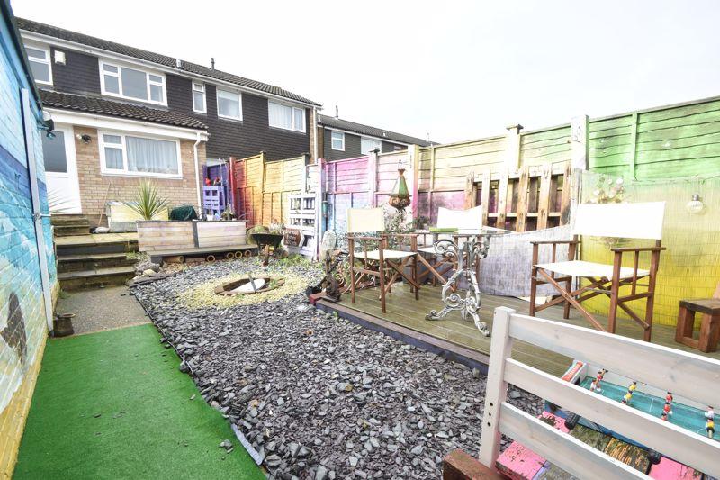 4 bedroom Mid Terrace to buy in Verulam Gardens, Luton - Photo 13