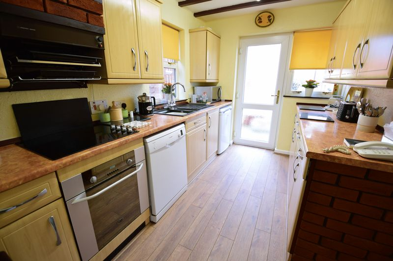 4 bedroom  to buy in Corinium Gardens, Luton - Photo 8