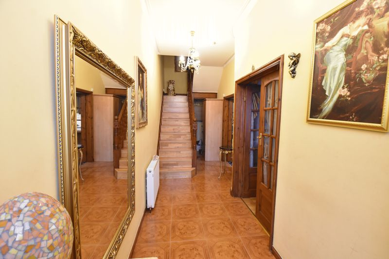 4 bedroom  to buy in Napier Road, Luton - Photo 1