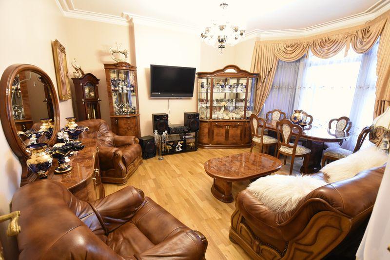 4 bedroom  to buy in Napier Road, Luton - Photo 3