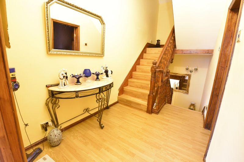 4 bedroom  to buy in Napier Road, Luton - Photo 6