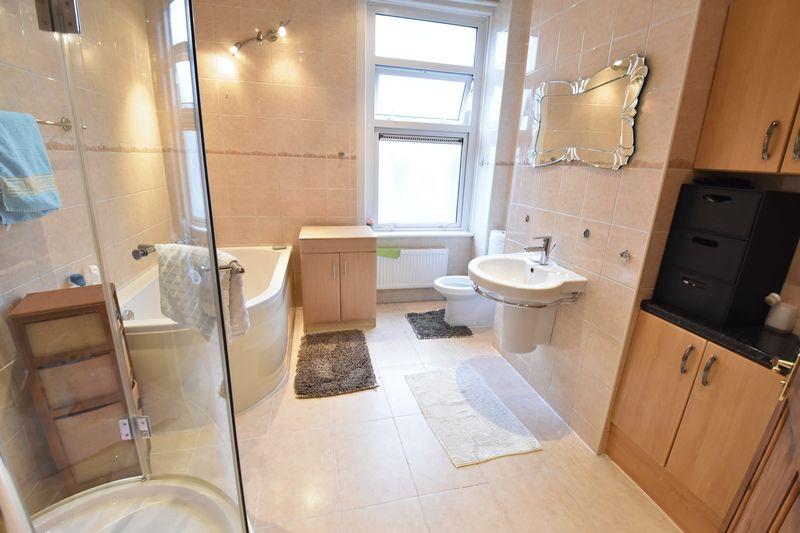 4 bedroom  to buy in Napier Road, Luton - Photo 8