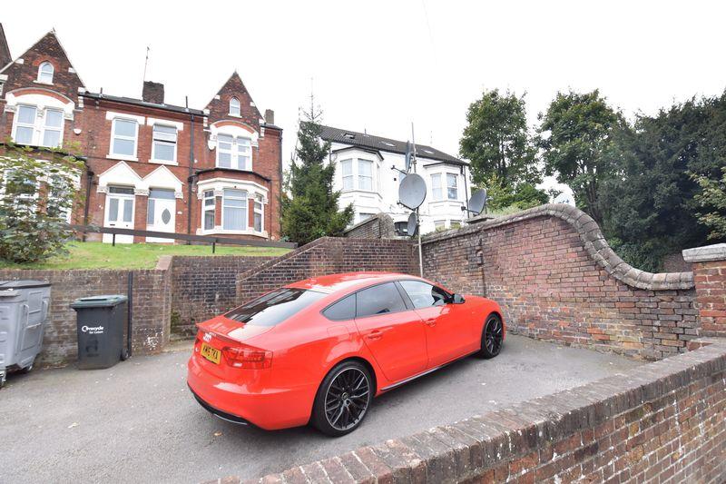 4 bedroom  to buy in Napier Road, Luton - Photo 17