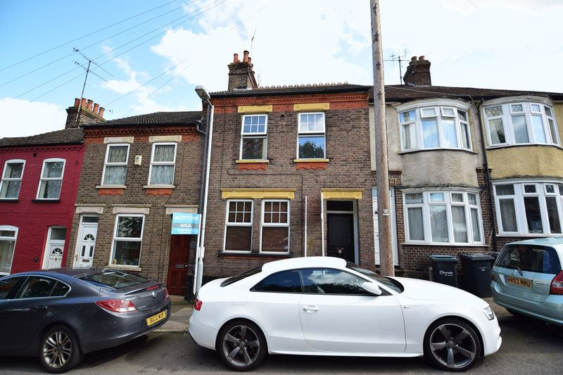 2 bedroom Flat to buy in Strathmore Avenue, Luton