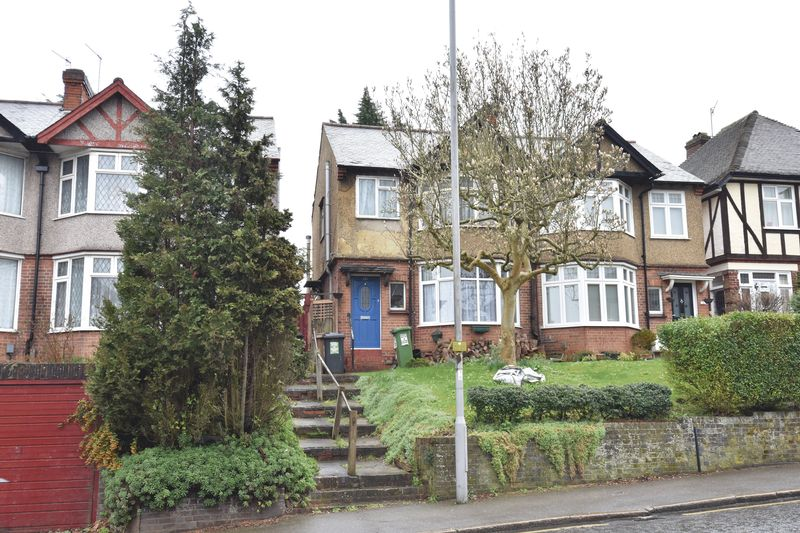 3 bedroom Semi-Detached  to buy in Farley Hill, Luton