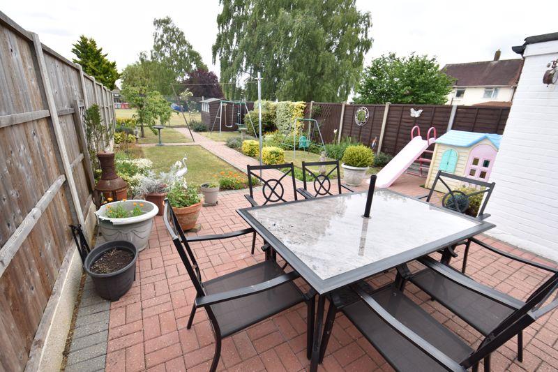 3 bedroom Mid Terrace to buy in Wilsden Avenue, Luton - Photo 1