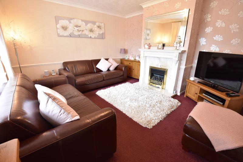 3 bedroom Mid Terrace to buy in Wilsden Avenue, Luton - Photo 9