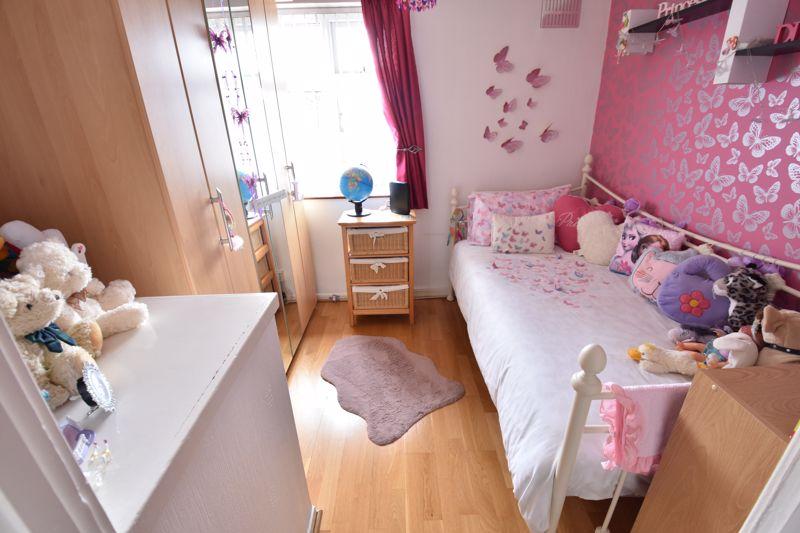 3 bedroom Mid Terrace to buy in Wilsden Avenue, Luton - Photo 12