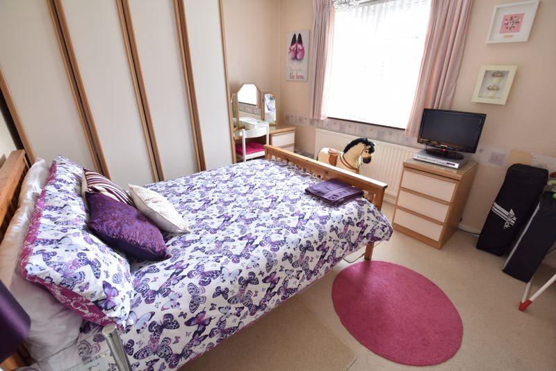 3 bedroom Mid Terrace to buy in Wilsden Avenue, Luton - Photo 13