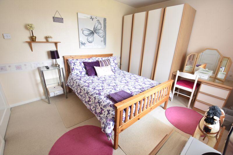 3 bedroom Mid Terrace to buy in Wilsden Avenue, Luton - Photo 14