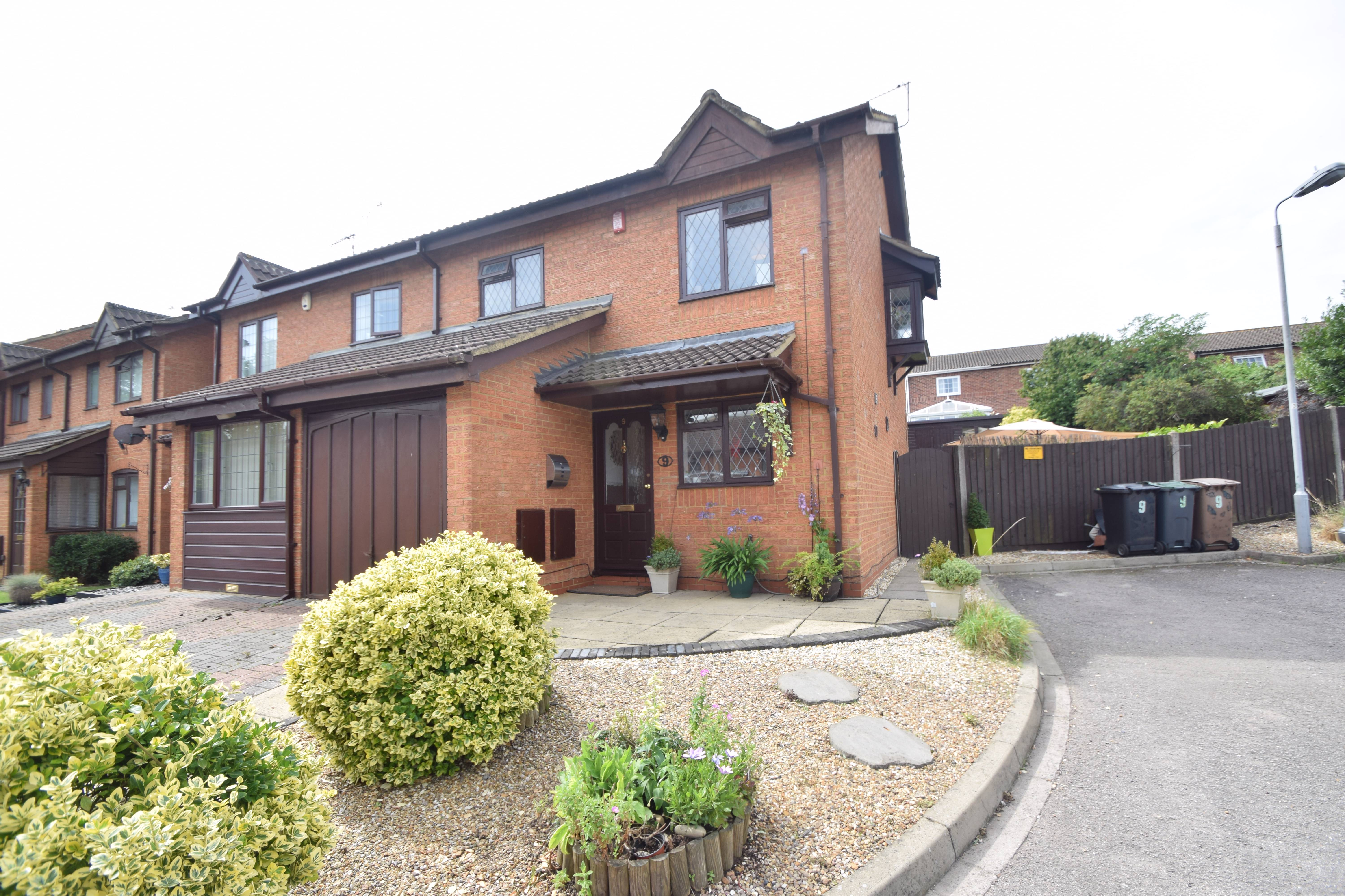 3 bedroom Semi-Detached  to buy in Keeble Close, Luton