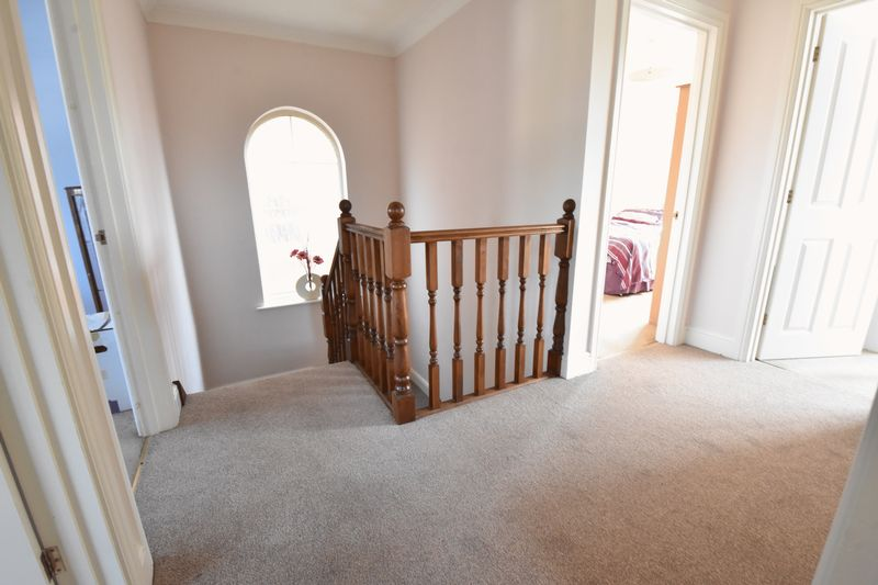 4 bedroom Detached  to buy in Sowerby Avenue, Luton - Photo 1