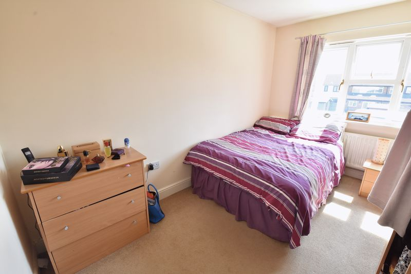 4 bedroom Detached  to buy in Sowerby Avenue, Luton - Photo 2