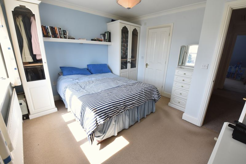 4 bedroom Detached  to buy in Sowerby Avenue, Luton - Photo 3
