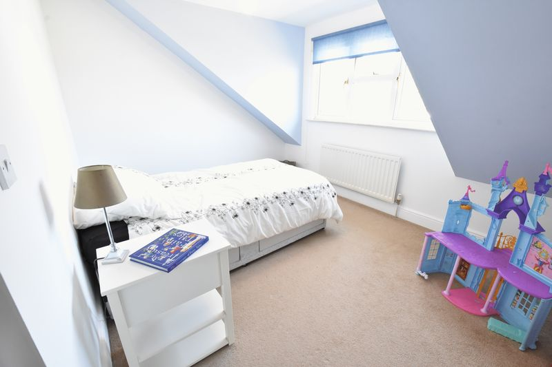 4 bedroom Detached  to buy in Sowerby Avenue, Luton - Photo 5