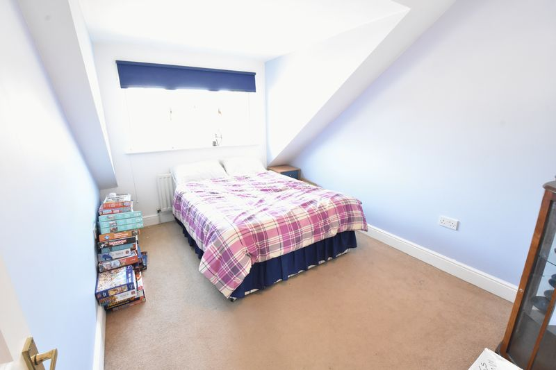 4 bedroom Detached  to buy in Sowerby Avenue, Luton - Photo 6