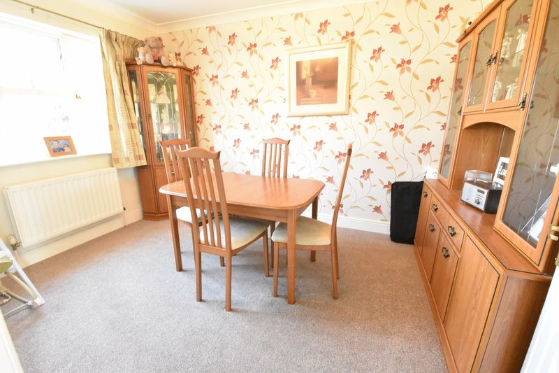 4 bedroom Detached  to buy in Sowerby Avenue, Luton - Photo 8